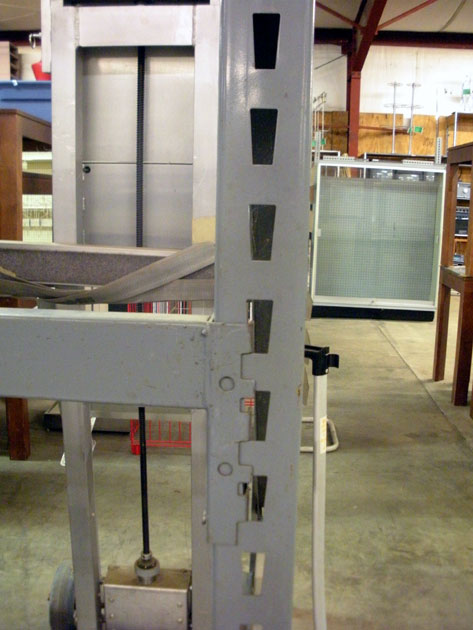 Keystone Style Uprights Amp Step Beams Reeves Store Fixtures